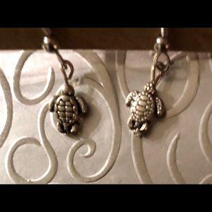 Brand new dangle earrings of little turtles